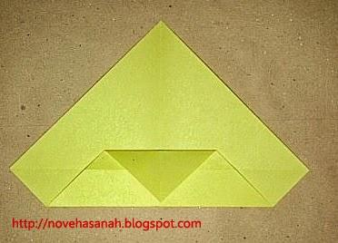 cara melipat kertas origami menjadi bentuk ayam yang sangat mudah sehingga cocok untuk anak TK atau anak SD langkah 7