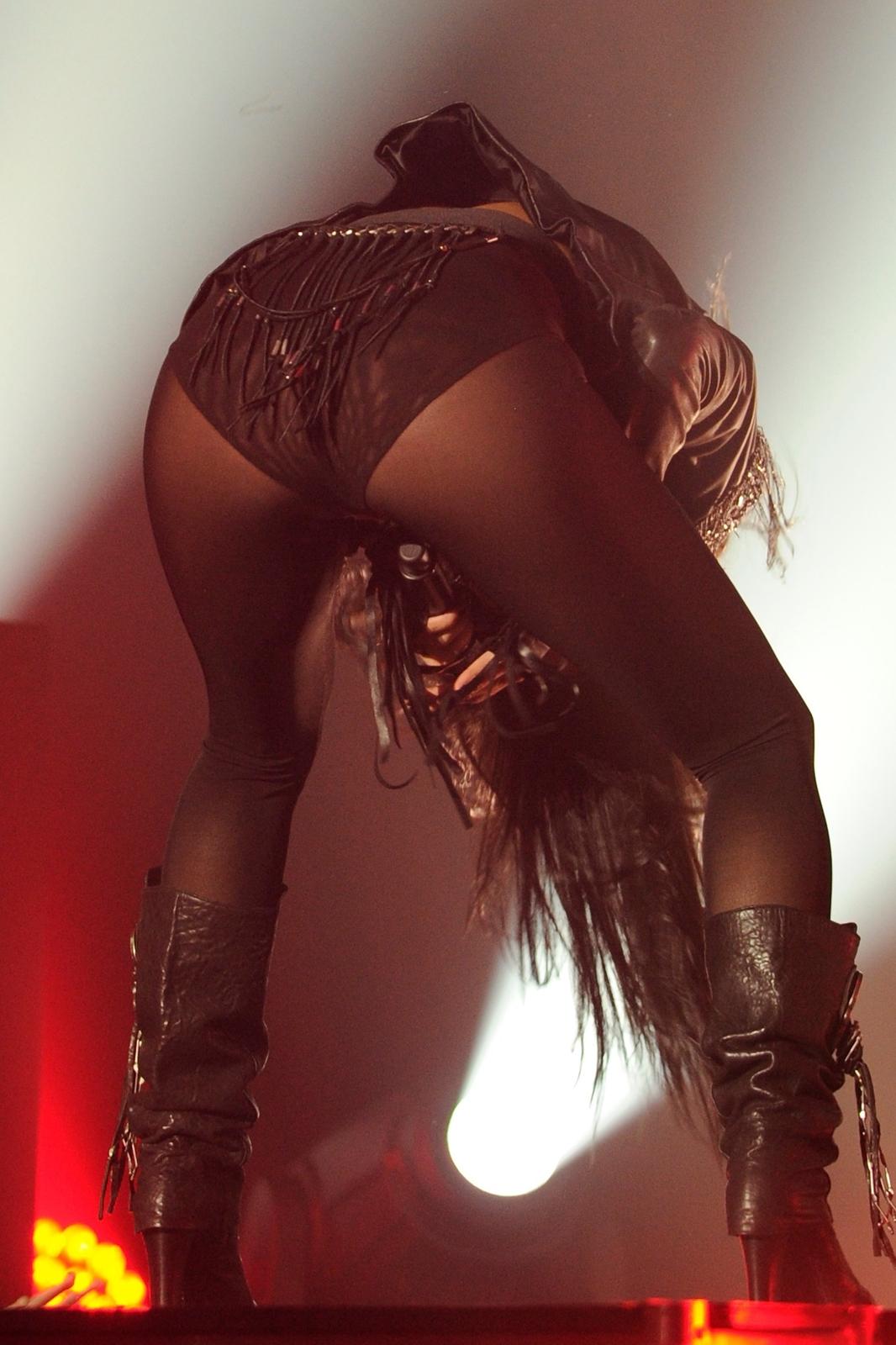 http://2.bp.blogspot.com/-0fN6EniANno/T097zilqvqI/AAAAAAAAKhI/xu0g1rImaq0/s1600/sploogeblog_nicole_scherzinger_cleavage_bra_panties_panrtyhose_boots_5%2B-%2BCopy.jpg