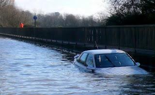 5 Tips penting Merawat Mobil di Musim Hujan