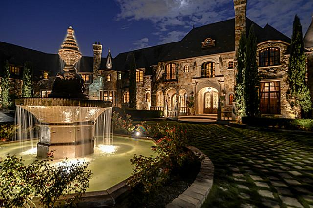 Mansions more 20 000 sq ft french style chateau in texas for Chateau homes