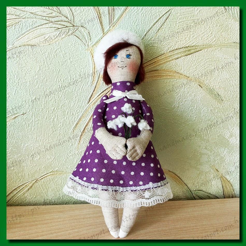 Куколка Таня с подснежниками для мамы