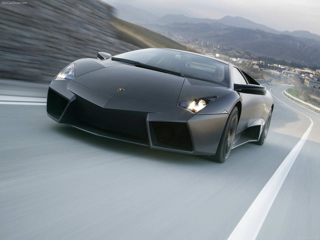 Lamborghini reventon wallpaper - the Reventon, could reach a top speed of 257km/h