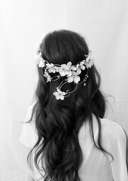 Reverie: y wavy hair.