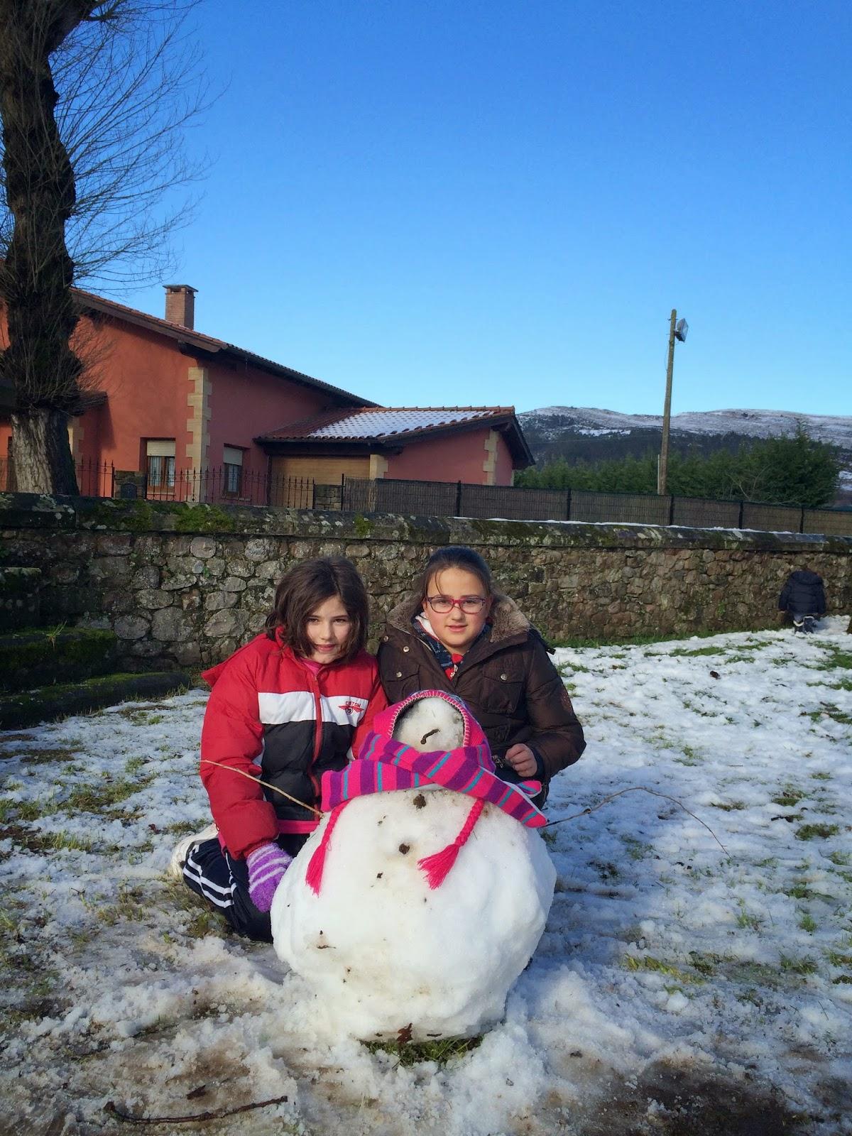 http://www.escuelacasar.net/colecasar20142015/fotos2015/Nieve_escuela/album/index.html#IMG_1394