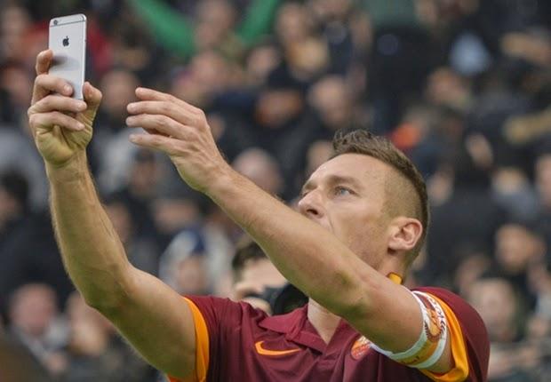 SBOBET - Francesco Totti Foto selfie