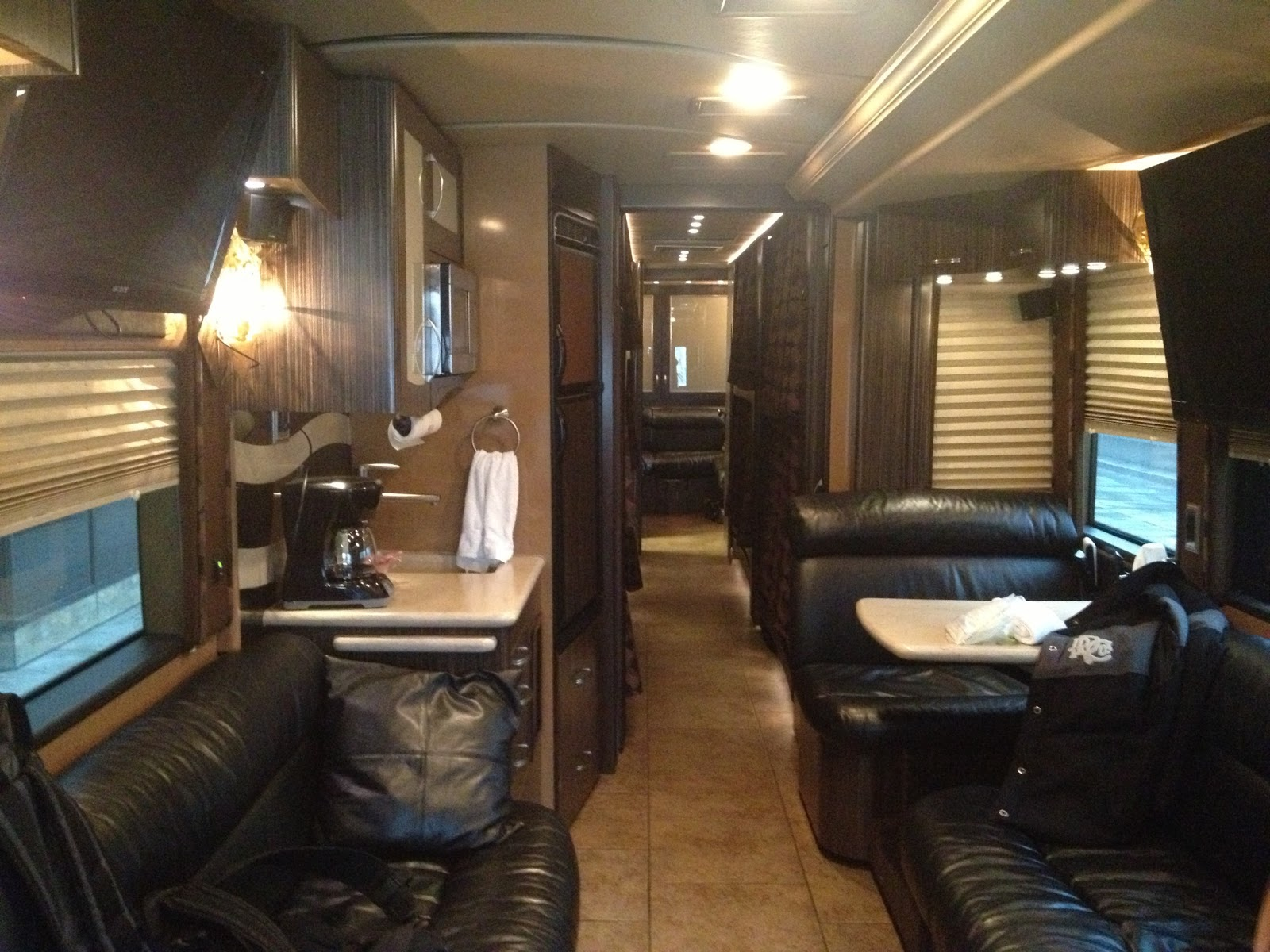 Battle of the tour buses us vs europe for S carey living room tour