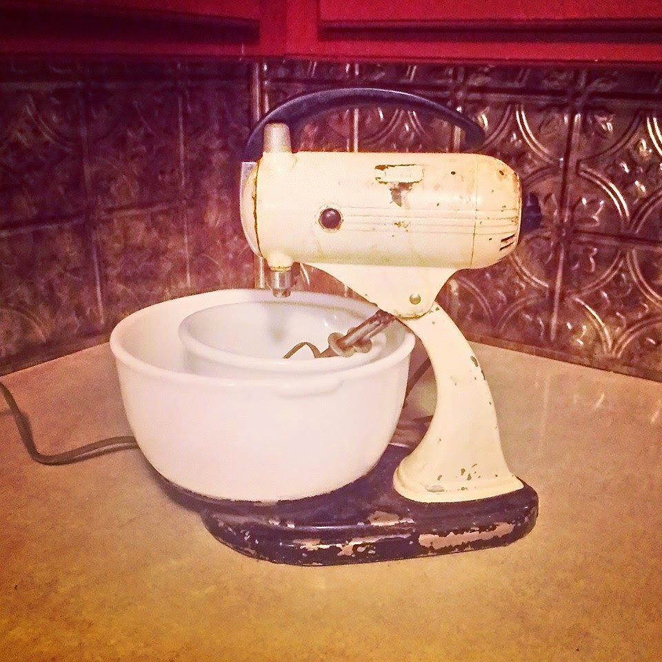 this is a vintage sunbeam stand mixer from 1937 it runs like a dream i shall name her betsy