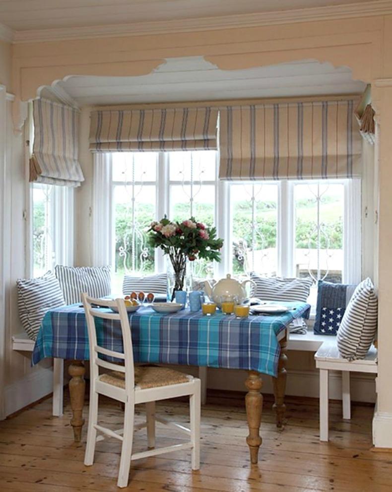 coastal cottage breakfast nook