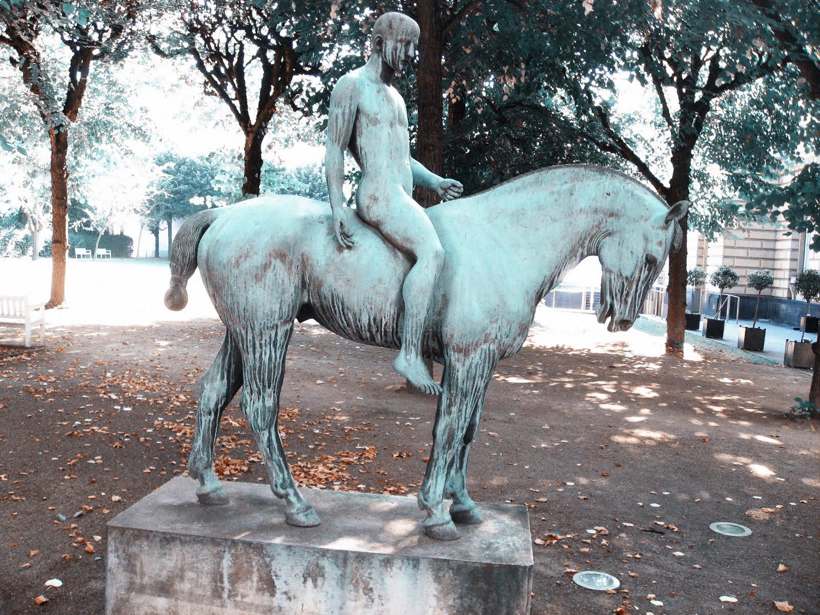 Keine Bildhauertodescodes in Pferdestatuen!