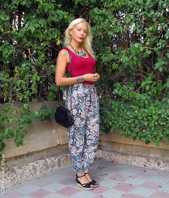 StatementNecklace+BurgundyTank+PrintedPants+BlackWedges+BoldLips+BeachWaves - Lilli, Candy and Style Fashion Blog