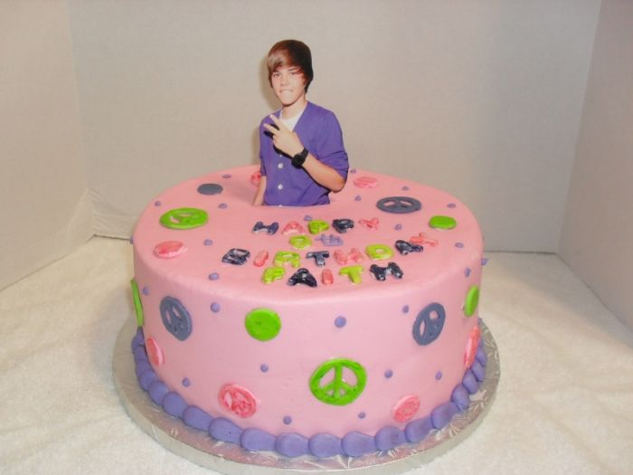 Justin Bieber Cakes at WalMart http://funfunpics.blogspot.com/2011/03/celebrating-birthday-with-justin-bieber.html