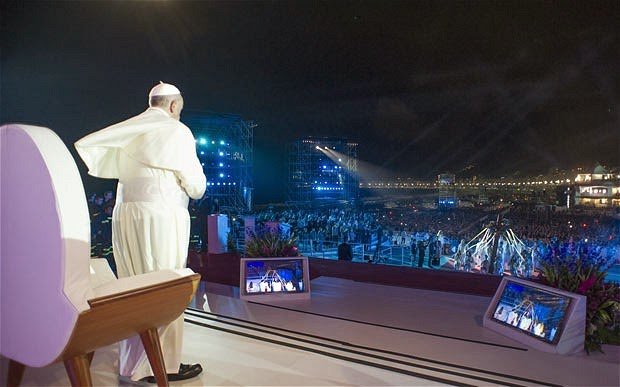 At Youth Mass, Pope Francis Gets Rock-Star Treatment