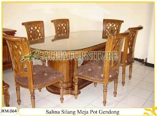 Kursi dan Meja Makan Ukiran Kayu Jati Salina Silang