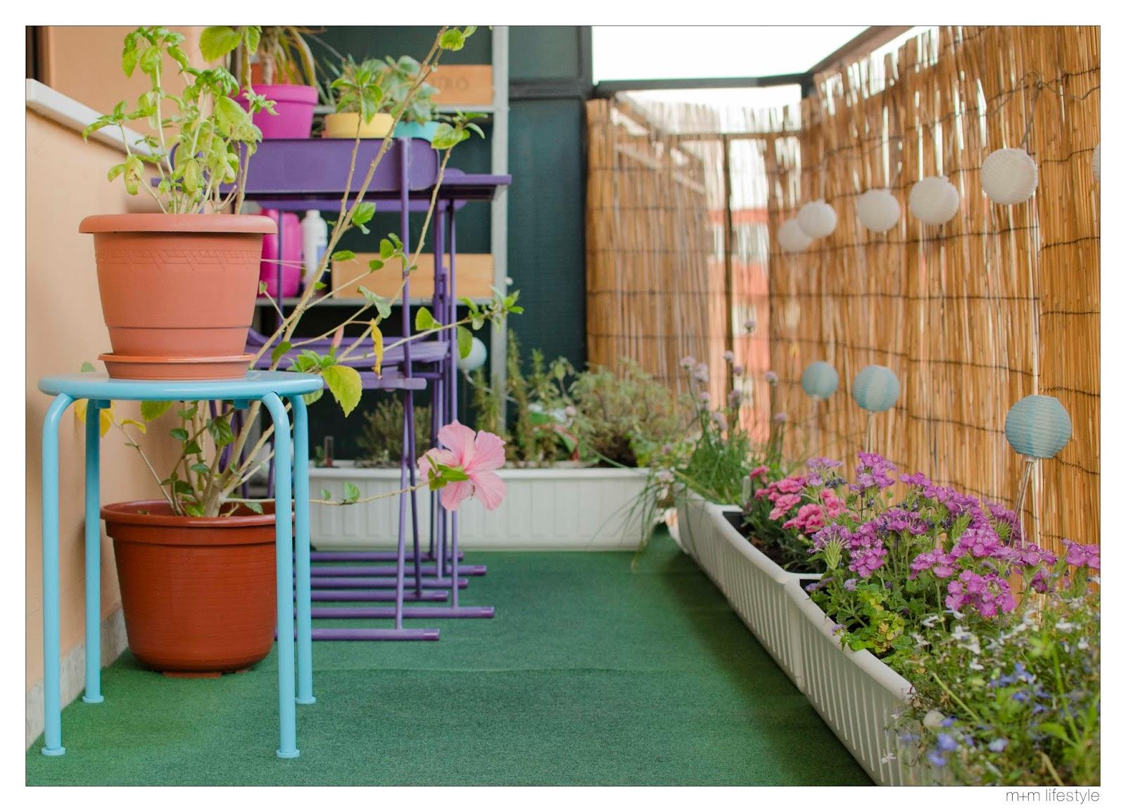 M m lifestyle ideas para decorar el balc n for Cesped artificial ikea