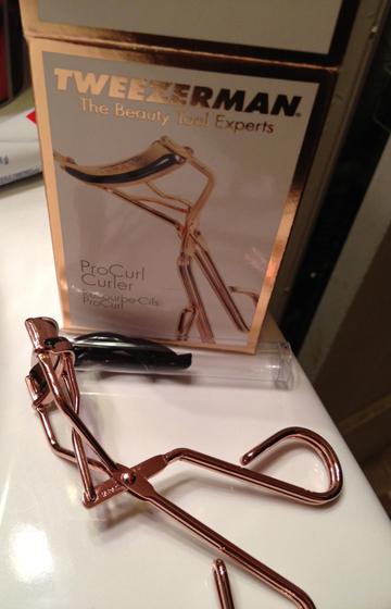 according to ame }: PRODUCT REVIEW: Tweezerman ProCurl Eyelash Curler