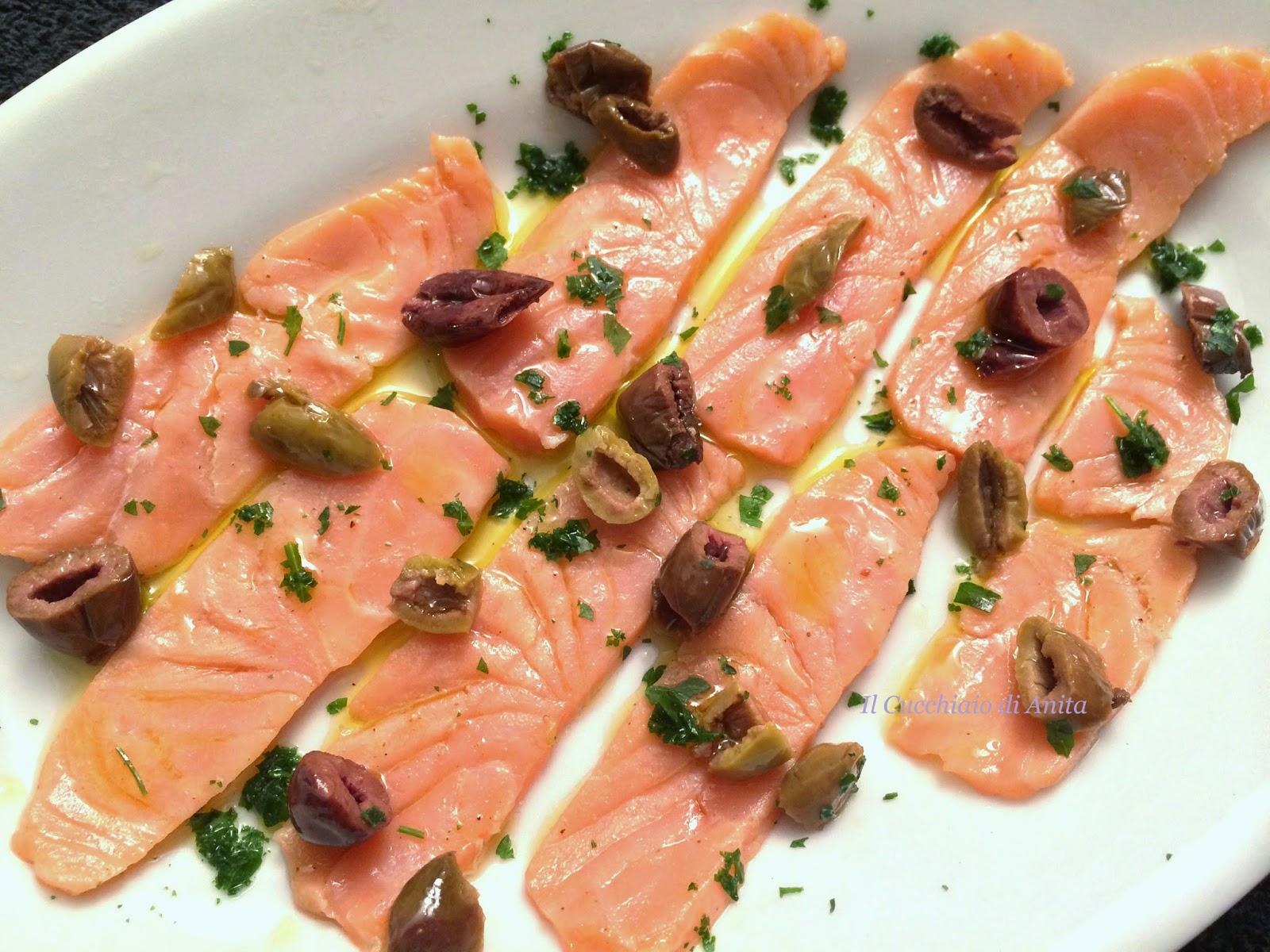 carpaccio di salmone al lime e taggiasche