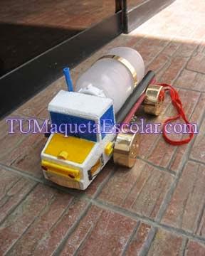 maqueta escolar de medios de transporte, El Camion, hecho con reciclaje casero