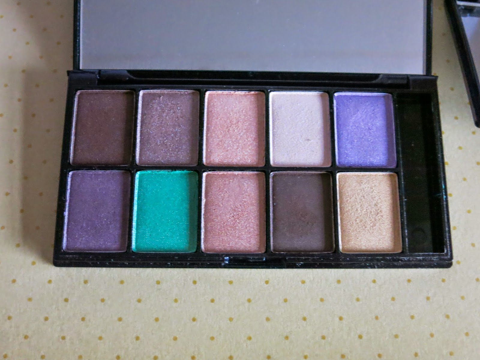 NYX 10 colour eyeshadow palette for Brown Eyes