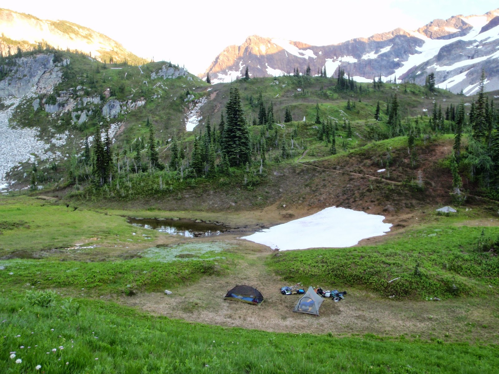 Camp in the Upper Lyman Lakes area @ Glacier Peak Wilderness