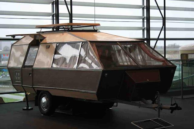Was es nicht zu kaufen gab, baute man sich selbst in Ostdeutschland - Geschichte der Wohnmobil Reisen im Hymer Museum