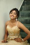 glamorous Vithika sheru new sizzling pics-thumbnail-11