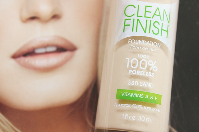 Rimmel: Clean Finish foundation in Sand (330).Rimmel foundation for oily skin. Foundation for poreless looking skin. Rimmel puderi za masnu kozu.Puderi za manje vidljive pore.