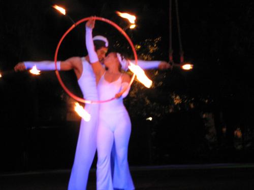 Tổ chức sự kiện Trần Gia- Biểu diễn cầu vồng lửa