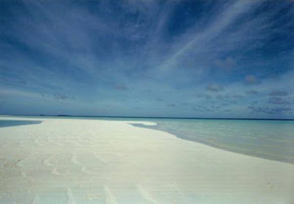 traumstrand die sch nsten strand bilder europas der welt einsamer sandstrand auf den malediven. Black Bedroom Furniture Sets. Home Design Ideas