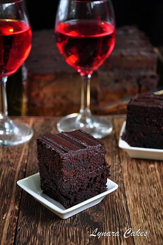 Rich Chocolate Cake Images : Lynara Cakes: Rich Chocolate Fudge Cake