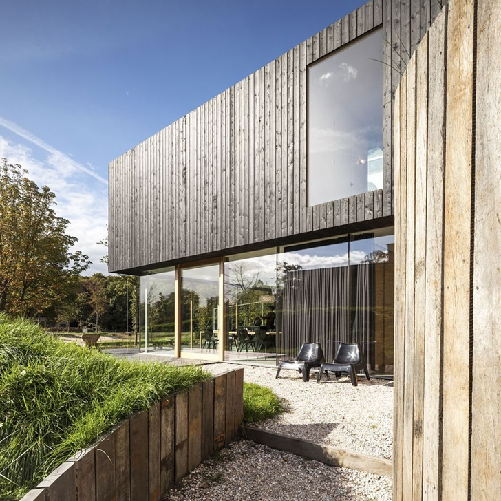 Backyard of Modern Villa V by Paul de Ruiter Architects