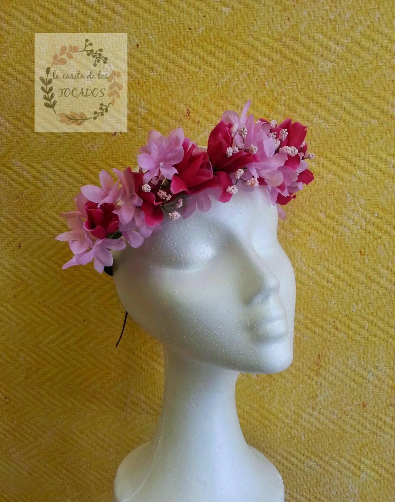 corona de flores en color rosa
