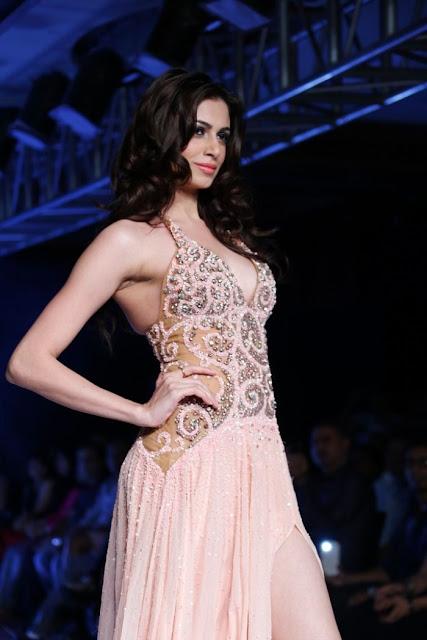 Miss-india-Simran-Kaur-Mundi-international-fashion-week-2012+(7).jpg