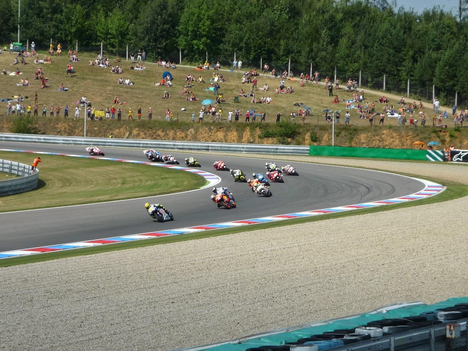 carrera de motogp en el circuito de brno