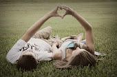 Quiero saltar en medio de tu amor a todas horas.