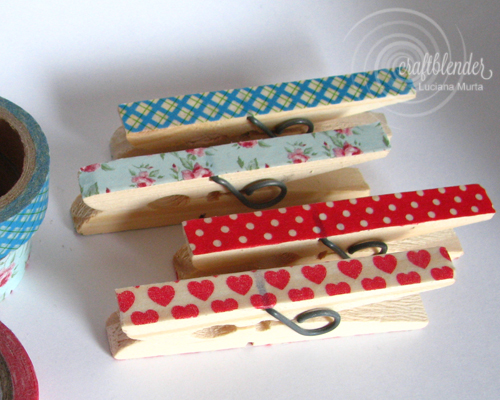 Pregadores decorados com washi tape e carimbos.