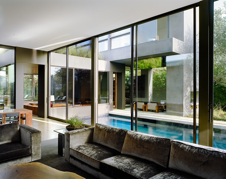 Glass wall of Vienna Way Home by Marmol Radziner