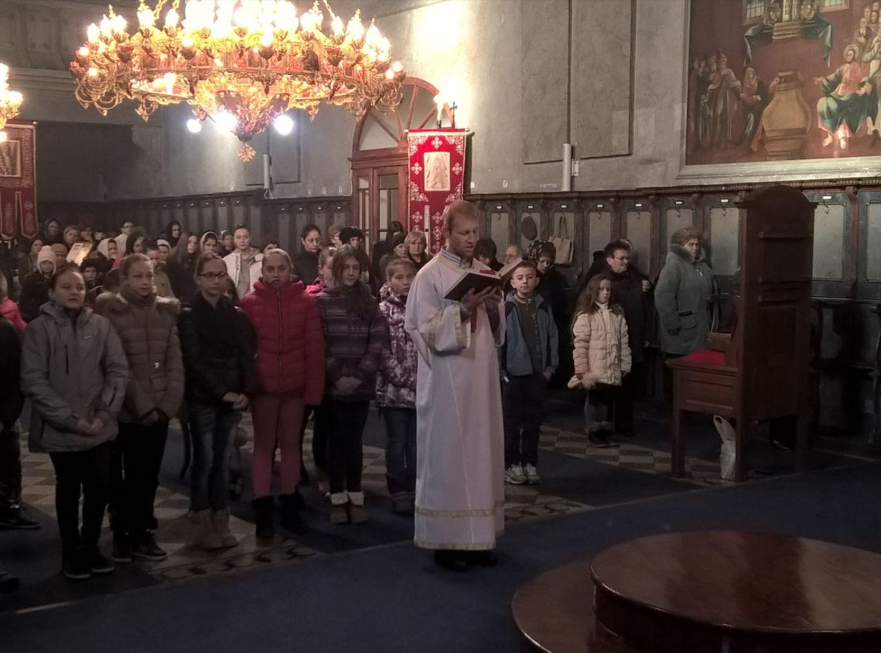 Евхаристијска радост у Футогу - ученици верске наставе на Литургији