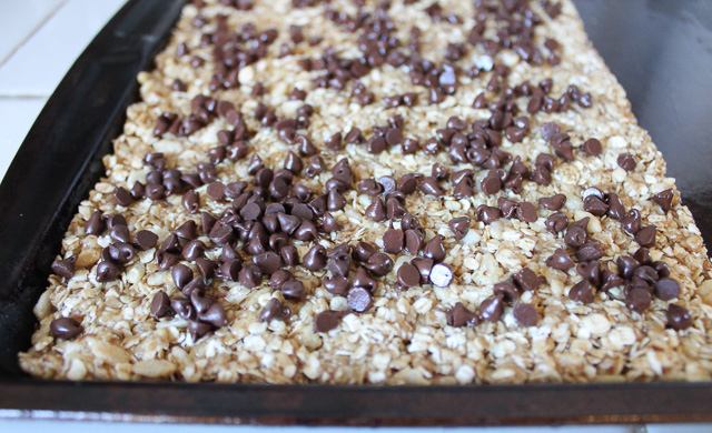 No-Bake Chewy Chocolate Chip Granola Bars - Yummy Healthy Easy