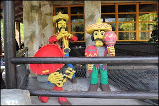 Underhållningen vid en mexikansk restaurant