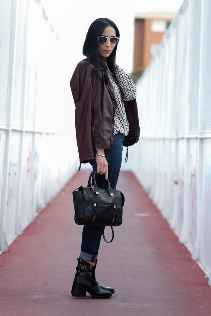 Outfit chaqueta de cuero granate burgundy Muubaa jeans de Meltin' Pot modelo Marian tendencias botines hebillas blogger moda belleza withorwithoutshoes