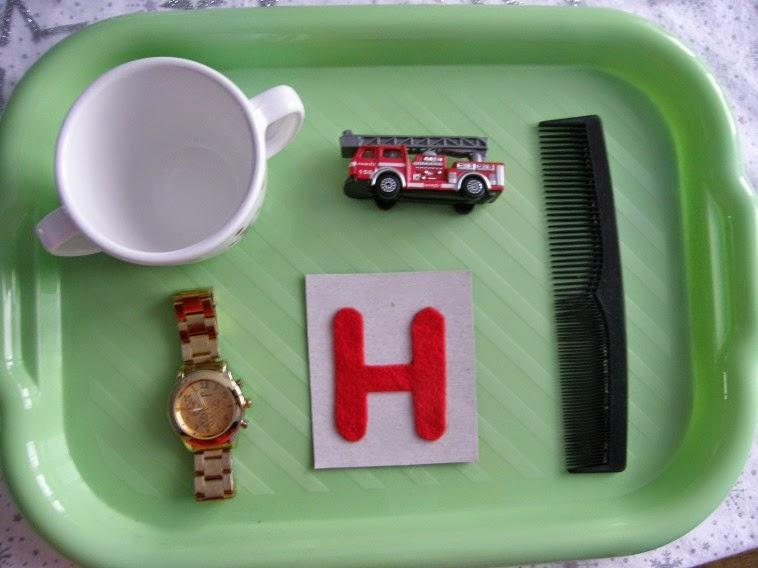 tác s písmenem H hrneček hasiči hřeben hodinky