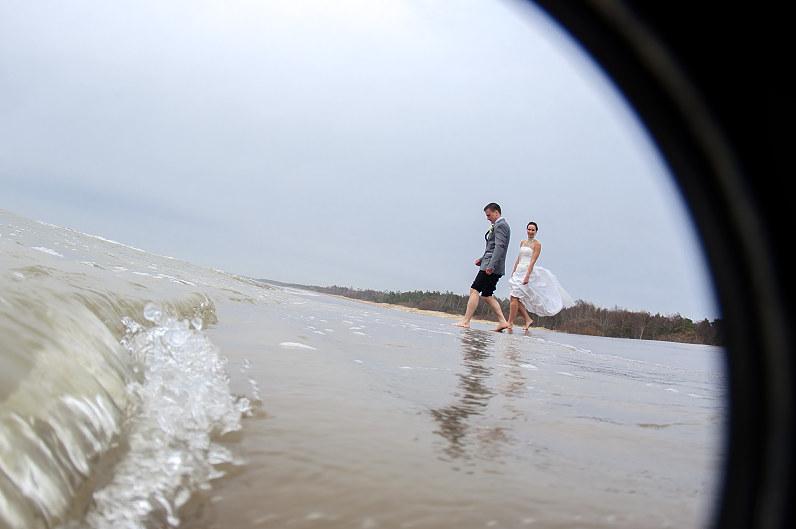 vestuvinės nuotraukos palangoje prie jūros
