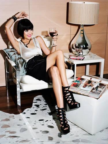 devojka-pije-vino
