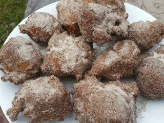 Zeppole with cinnamon-sugar ZepPOEle