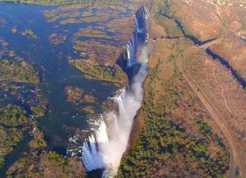 مذهلة لبركة حافة شلالات فيكتوريا!