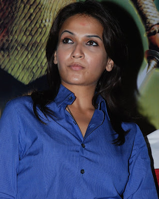 Soundarya Rajinikanth Hot in Blue Shirt Photos