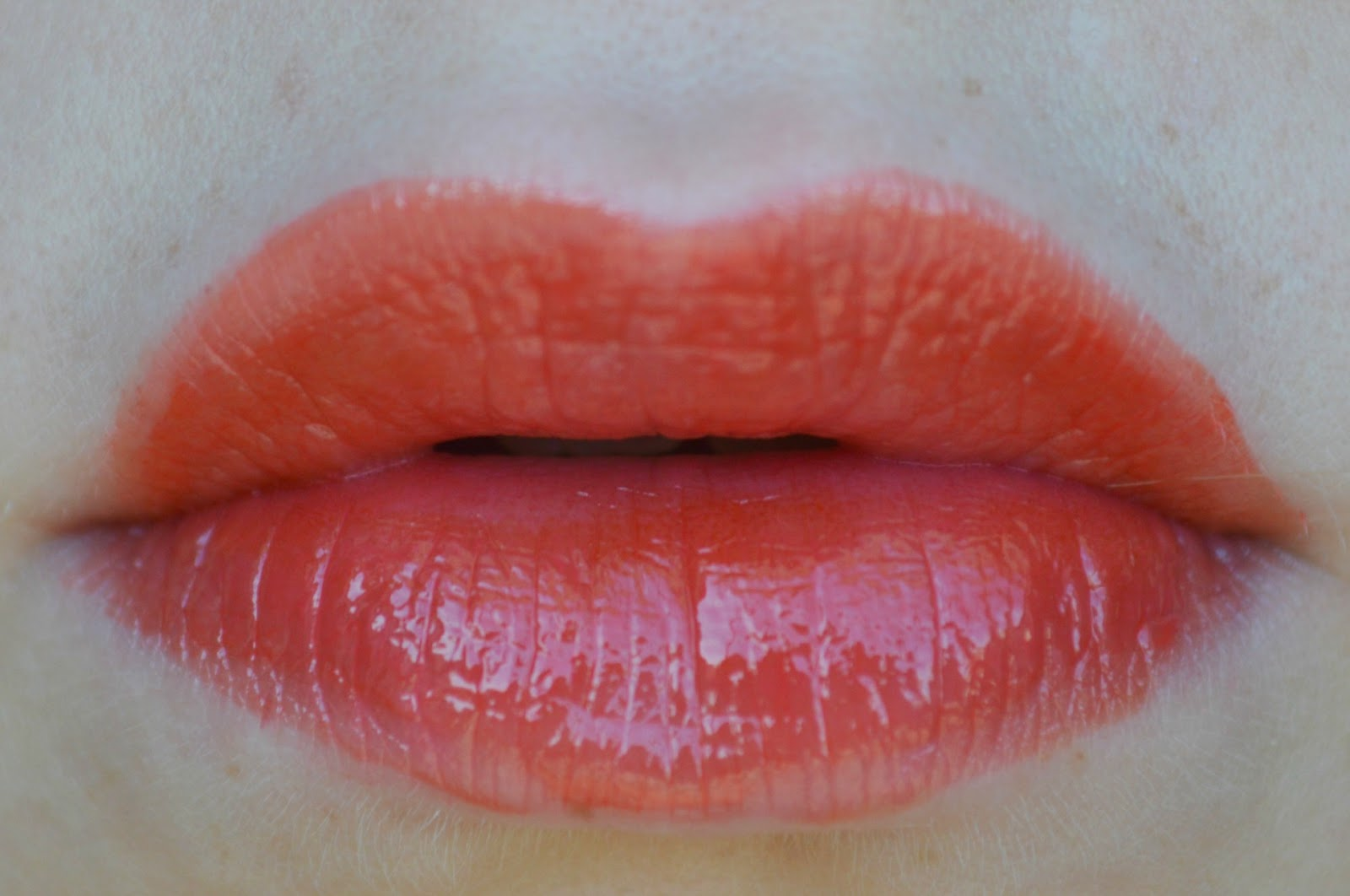t ilored in bl ck l 39 oreal caresse shine stain lipgloss