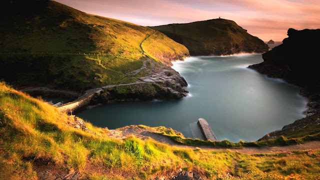 Boscastle Harbour on the Cornish coast of England (© BlueGreen Pictures/SuperStock) 614