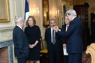 John Kerry with Israeli and Arab negotiators