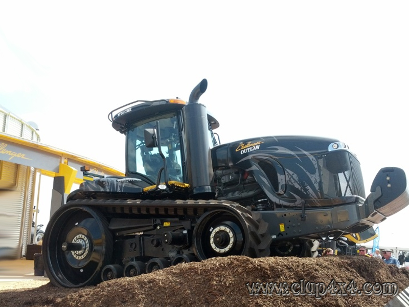 Tractors farm machinery challenger outlaw